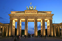 260px-Brandenburger_Tor_abends